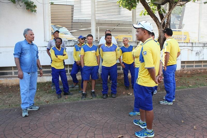 Os funcionários dos Correios paralisaram as atividades, na última quinta-feira (19), em diversas unidades do Estado por estarem trabalhando sem materiais de proteção