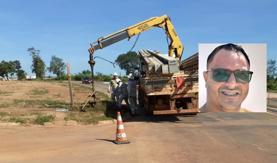 Equipe da Energisa executando os trabalhos de iluminação, através do pedido do líder comunitário Ozeas Reis.