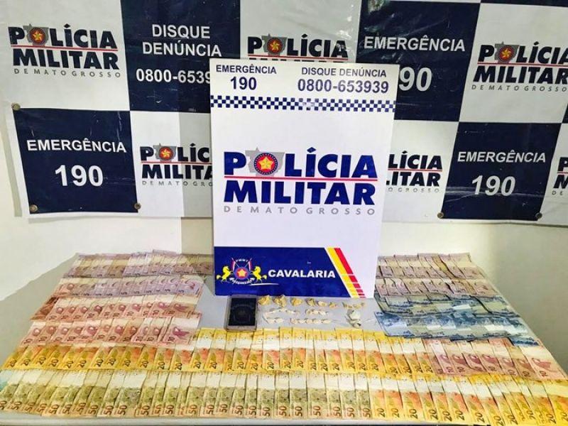Suspeito preso com droga e mais de R$ 2 mil, oferece dinheiro a PMs para ser solto