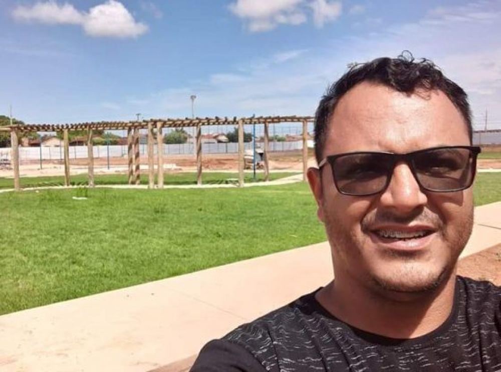 Foto: Ozeas Reis filiado no partido Progressista em Rondonópolis. Em uma obra reivindicada por ele no bairro Antonio Geraldini.