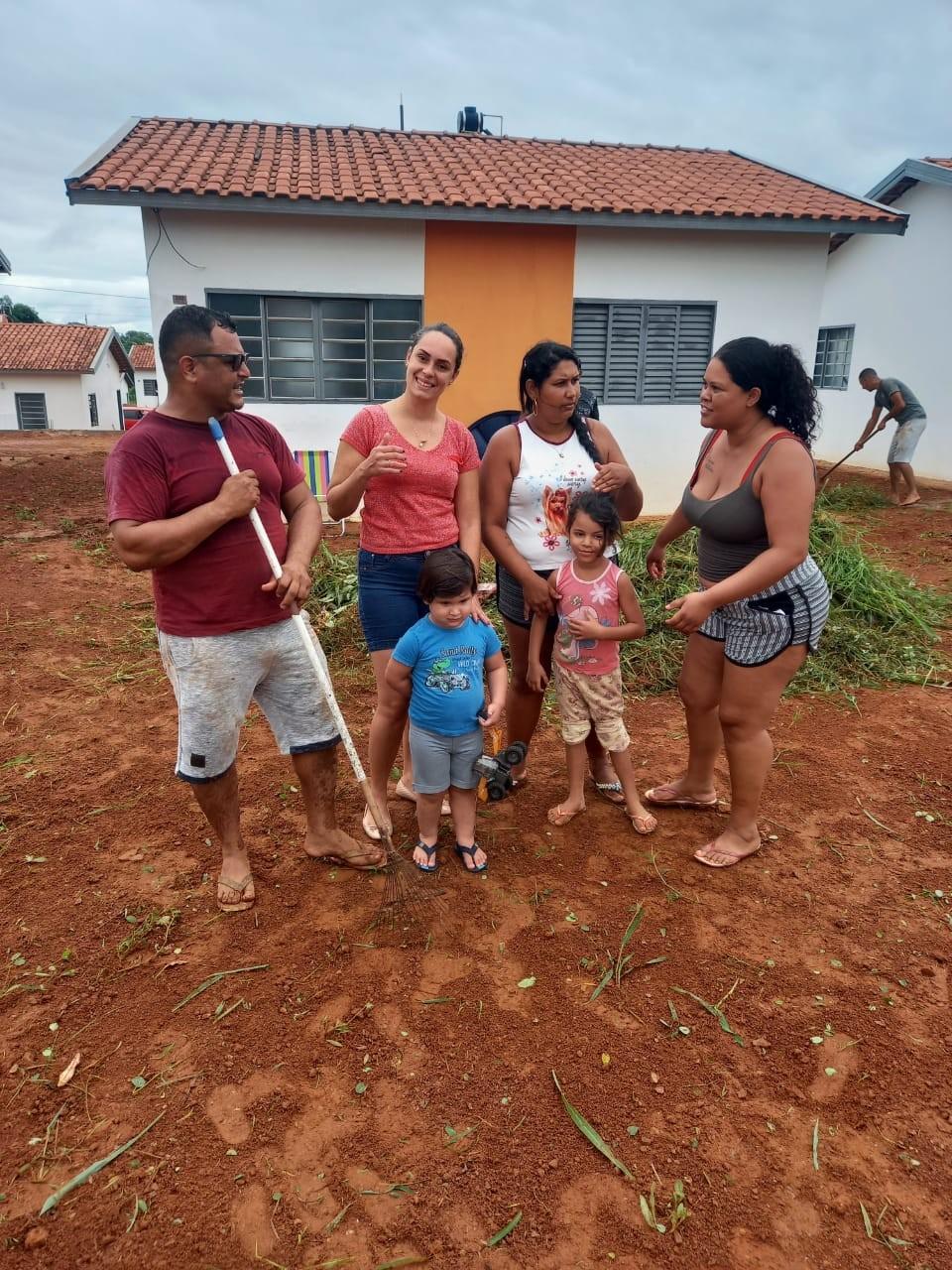 O vereador Ozeas Reis (PP), participou Hoje na manhã deste domingo (17.01), de mais um Mutirão de Limpeza do residencial Dona Nelma.