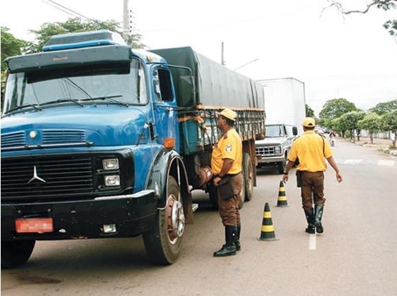Setrat tem intensificada fiscalização de caminhões e carretas no perímetro urbano. | Assessoria