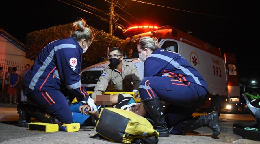 Equipe socorrendo vítima – Foto: Varlei Cordova / AGORAMT