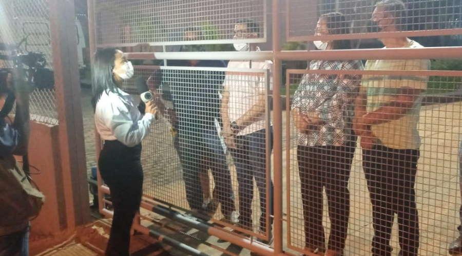 Vereadores e secretário de Saúde do município reclamaram da falta de informação e das hostilidades. – Foto: Varlei Cordova/AGORAMT