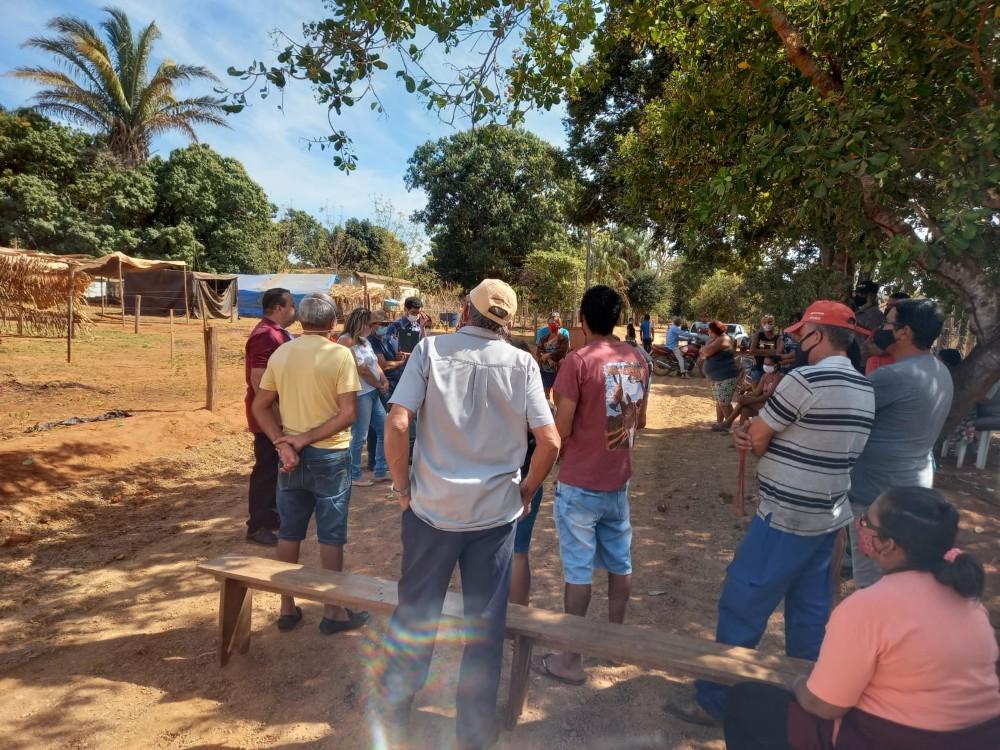 Na manhã desta quinta-feira (05), o parlamentar Ozeas Reis juntamente com o vereador Marisvaldo Gonçalves esteve no distrito do Campo Limpo para acompanhar os andamento das obras que inclui o término da reforma do PSF.
