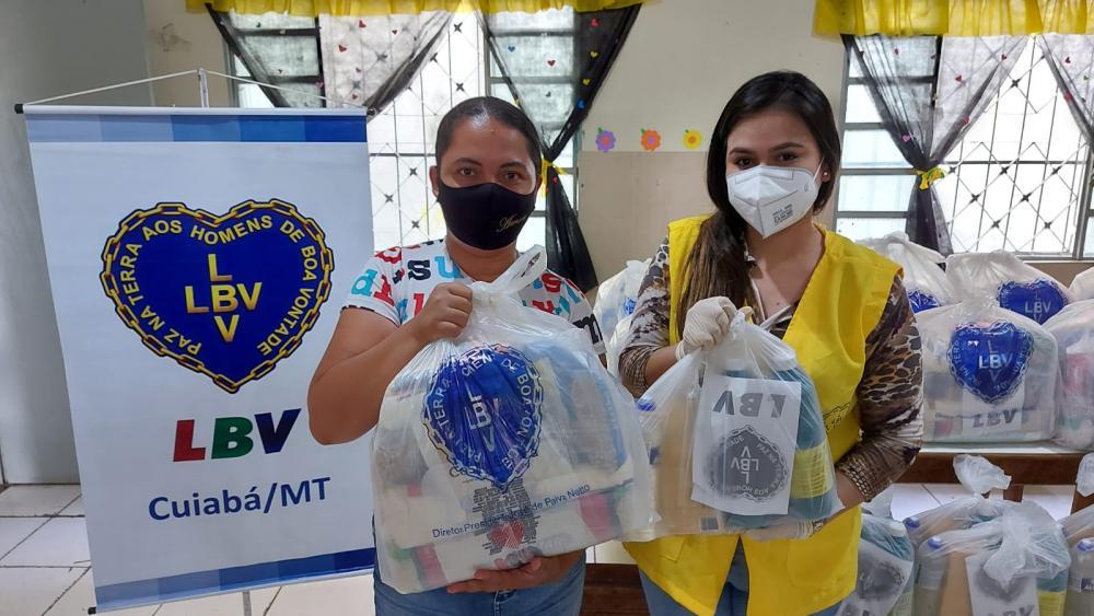 Na última quinta-feira, 07, voluntários da LBV em Cuiabá, realizaram mais uma etapa dos atendimentos às instituições parceiras no mês de outubro, e atendeu 150 famílias de 12 bairros acompanhados pelo CRAS Pedregal.